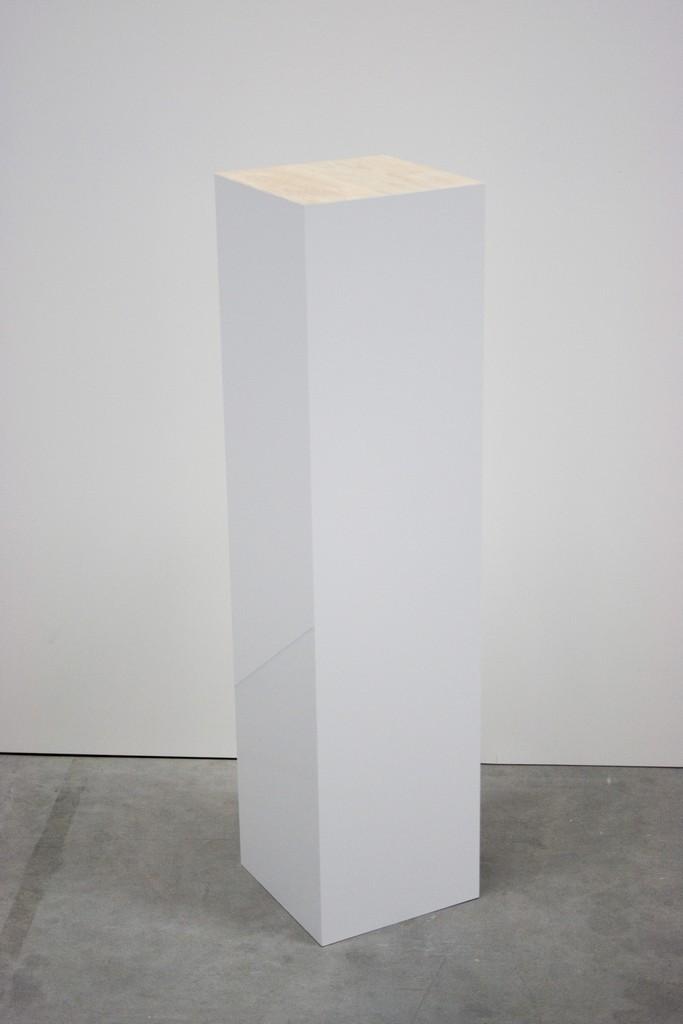 Hochglanz sockel mit eiche-echtholz-platte
