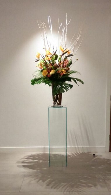 glazen sokkel met bloemen via Solits